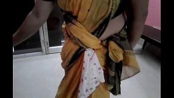 deep navel in saree