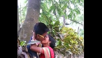 how to kiss in marathi